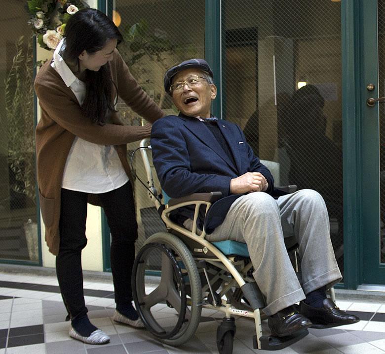 歩行器にもなる車椅子