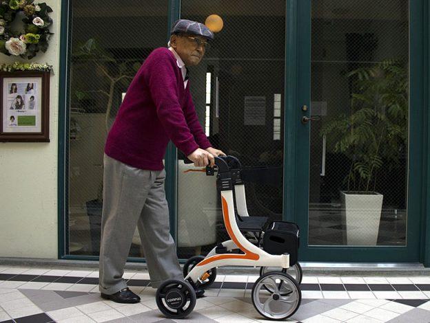 かっこいい介護用歩行器