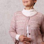 シニアの母の日プレゼントにも。透かし編みが美しいカーディガン