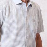 前開きで全開になる、着替えがしやすい半袖ポロシャツ