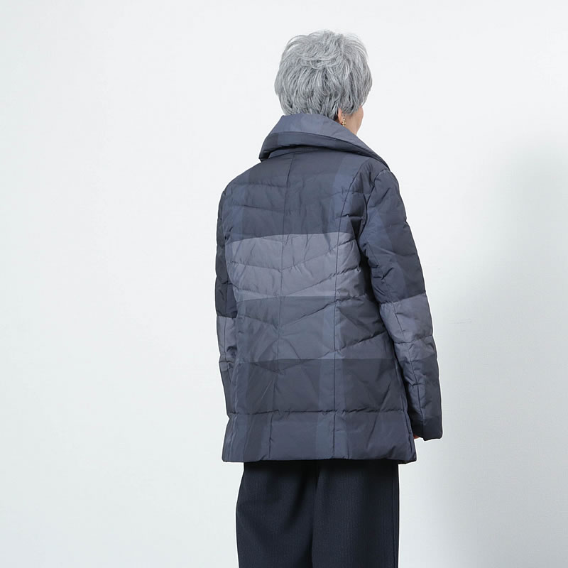 軽くて暖かな70代80代のミセスにおすすめのダウンコート